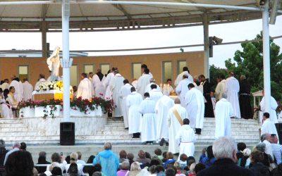 2005年主教到訪黙主哥耶