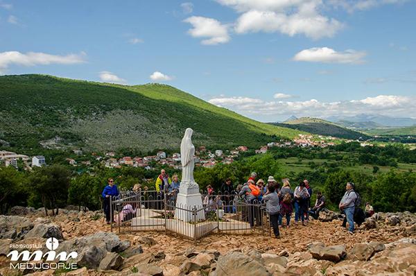 默主哥耶和平之后九日敬禮開始