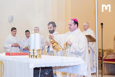 伯多祿•帕利克 (Petar Palić) 主教在默主哥耶主持彌撒聖祭