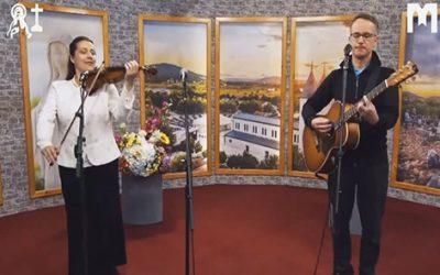 音樂: Give us your peace (Melinda & Roland)