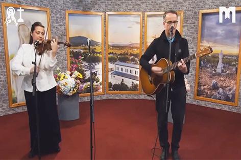 音樂: Gospa maika moja (Melinda & Roland)